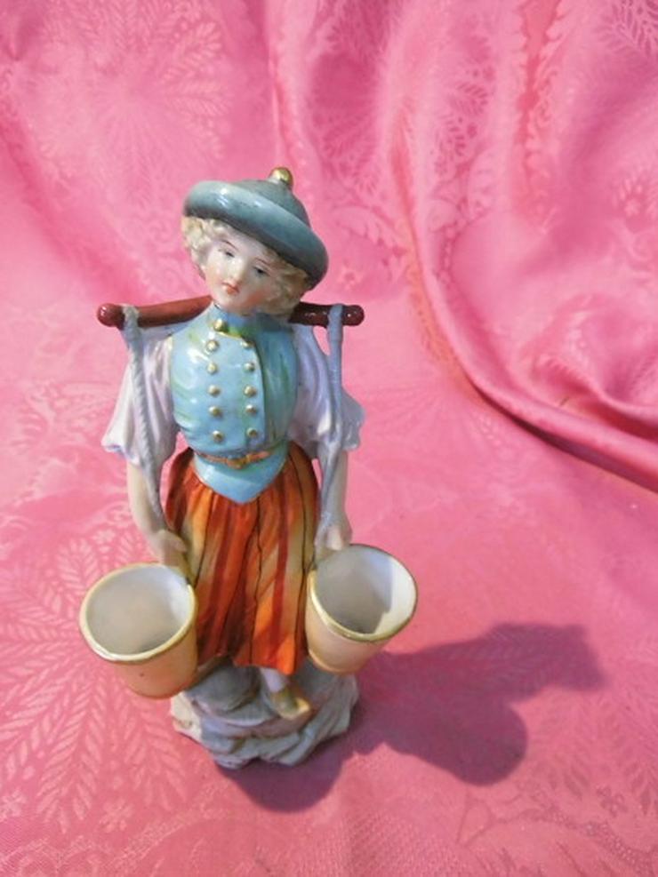 Bild 2: Antike Porzellanfigur Mädchen mit Wassereimer