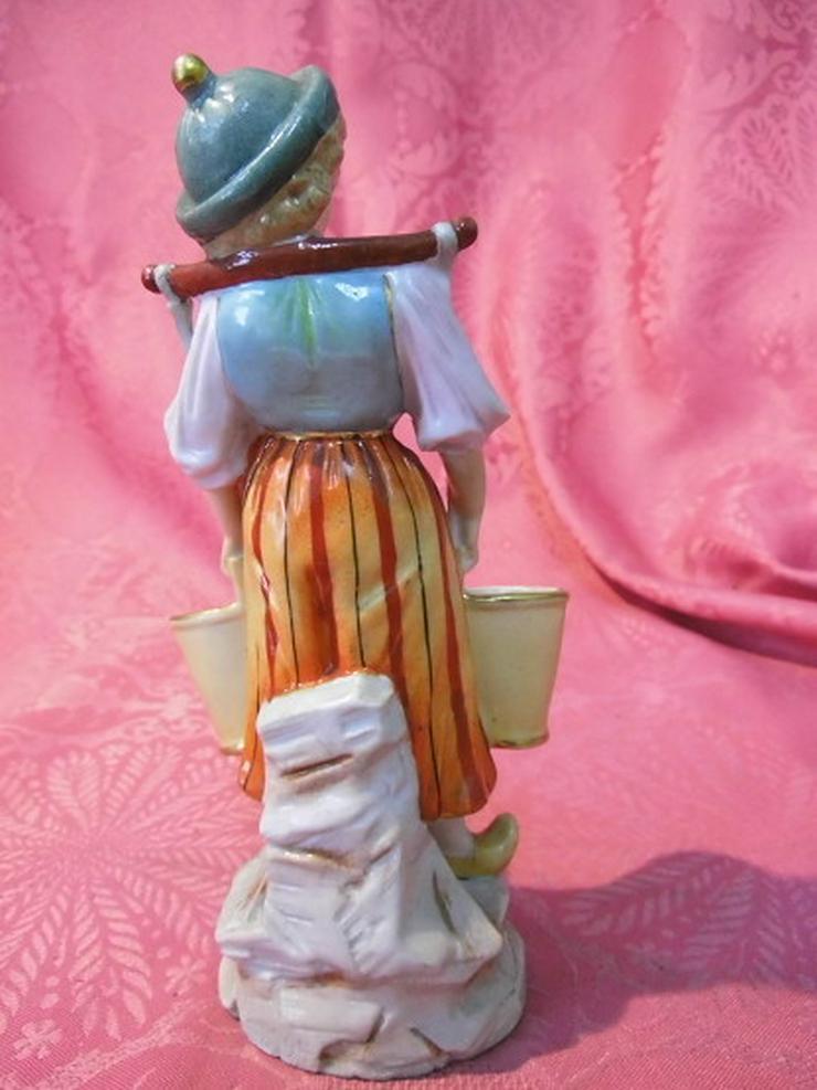 Bild 4: Antike Porzellanfigur Mädchen mit Wassereimer