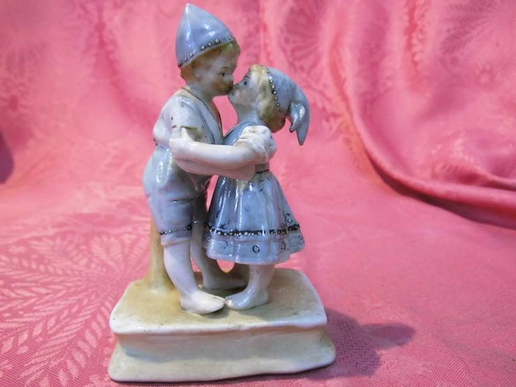 Antike Porzellanfigur Küssendes Kinderpärchen - Figuren & Objekte - Bild 1