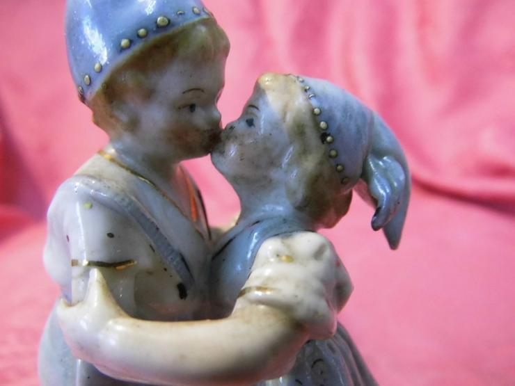 Bild 5: Antike Porzellanfigur Küssendes Kinderpärchen