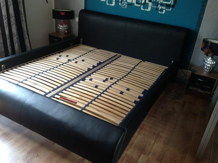 Doppelbett mit Nachttische