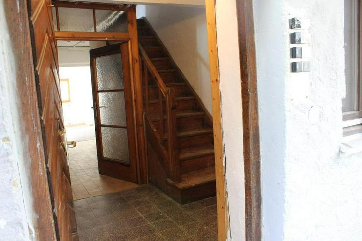 Bild 2: Renovierungsbedürftiges Einfamilienhaus mit Nebengebäuden und Garage