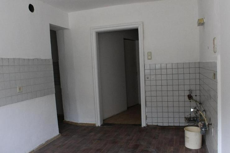 Bild 3: Renovierungsbedürftiges Einfamilienhaus mit Nebengebäuden und Garage