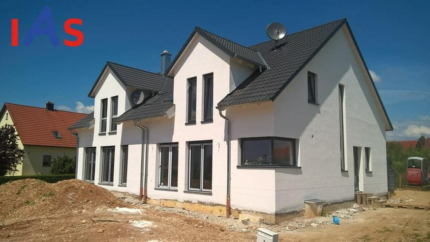 Neubau: Nur noch eine moderne Doppelhaushälfte in Mändlfeld mit Blick über die Felder z... - Haus kaufen - Bild 1