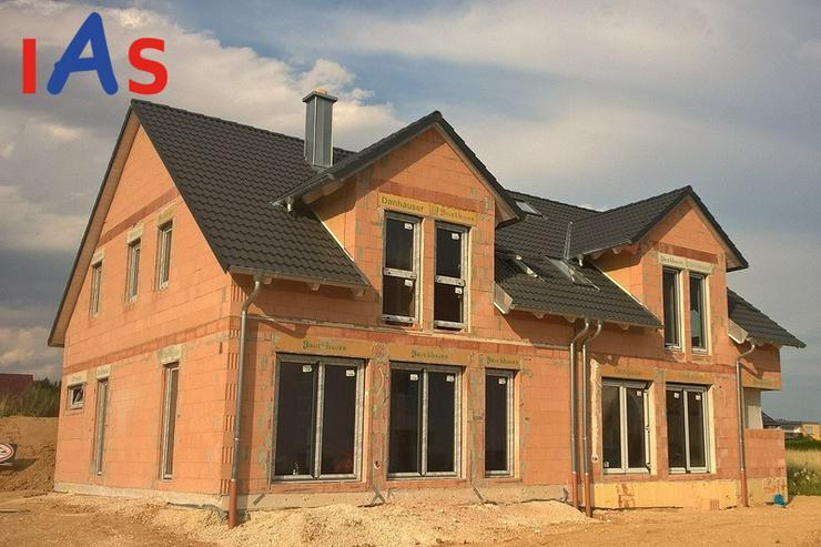 Bild 2: Neubau: Nur noch eine moderne Doppelhaushälfte in Mändlfeld mit Blick über die Felder z...