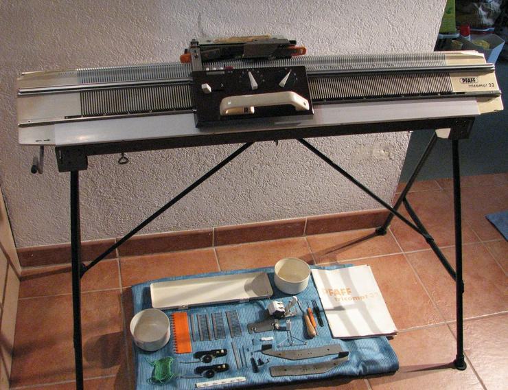 Strickmaschine PFAFF Tricomat 32 - Basteln & Handarbeiten - Bild 1