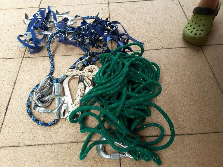 Klettergurt und diverse Seile