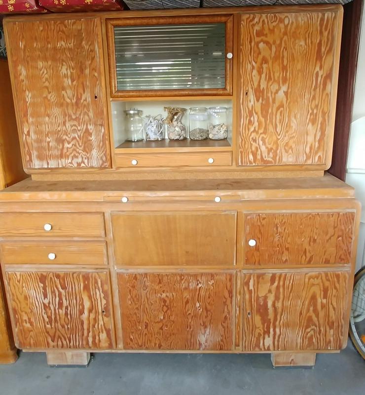 schöner alter Massivholz Küchenbuffet Schrank aus Omas Zeiten