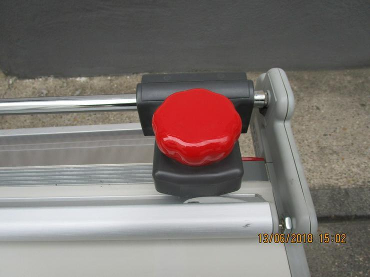Bild 2: Grossformat Papierschneide Maschine  Trim 160