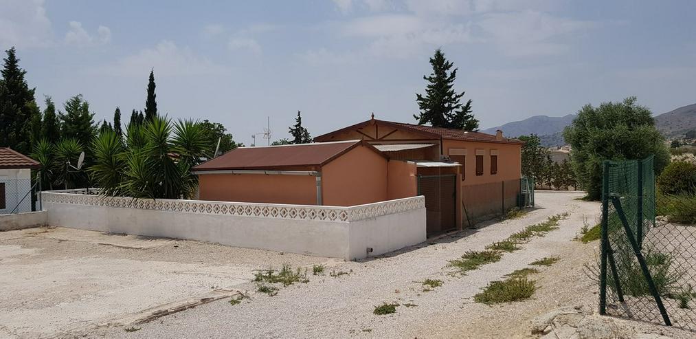 Bild 4: Mobilheim mit Gästehaus und Wirtschaftshaus