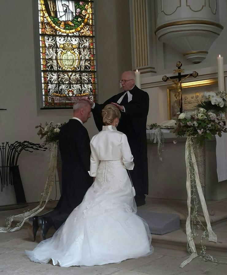 Bild 2: Brautkleid