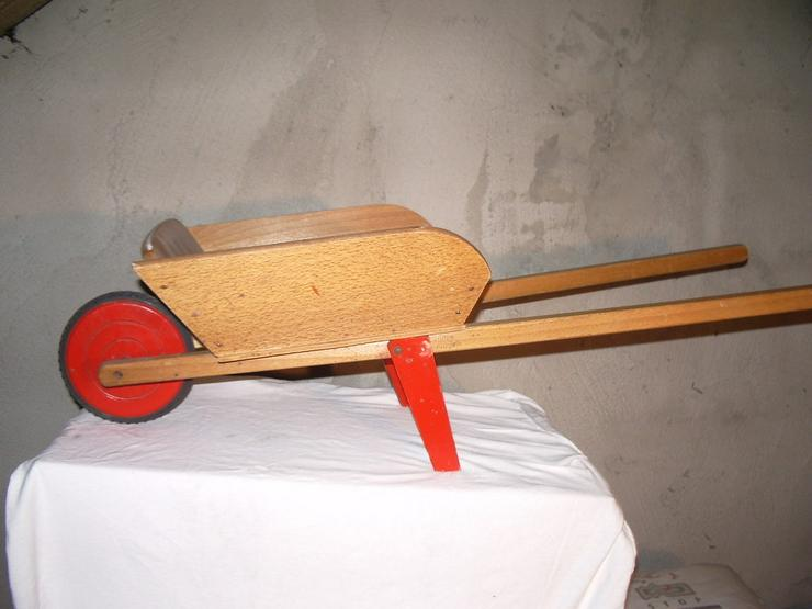 Holz-Schubkarre aus den 5oer Jahren