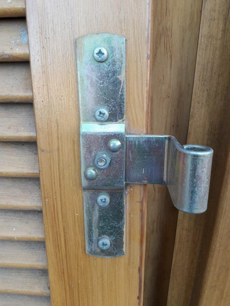 Bild 5: Fensterläden-Holz mit Lamellen