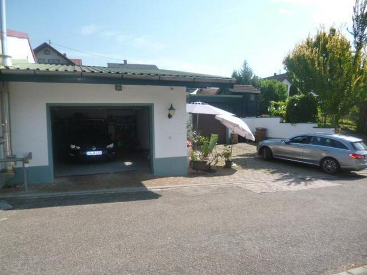 Bild 5: Wohnen wie im Urlaub! Einfamilienhaus mit Bauplatz und Werkstattgebäude mit 2 Garagen in ...