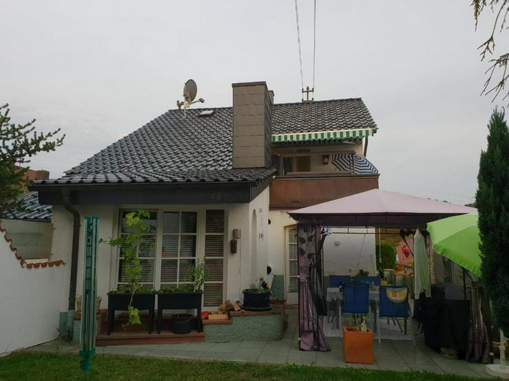 Bild 3: Wohnen wie im Urlaub! Einfamilienhaus mit Bauplatz und Werkstattgebäude mit 2 Garagen in ...
