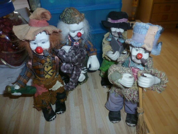 Alte Clownsfiguren