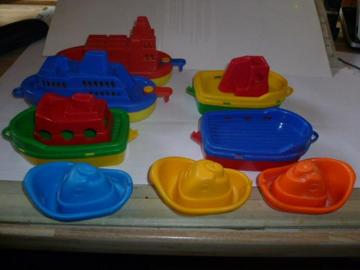 Spielzeug schiff  für die Badewanne 8 Stück