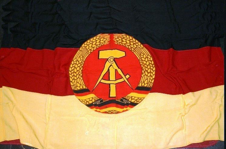 Nostalgie DDR Flagge ? aus den Zentrale Dresden