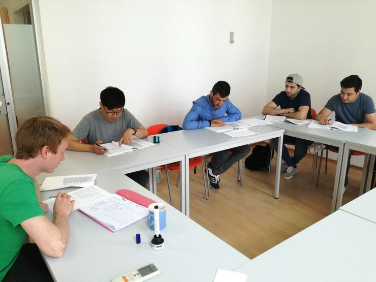 Bild 4: Deutschlehrer in Frankfurt a. M. gesucht