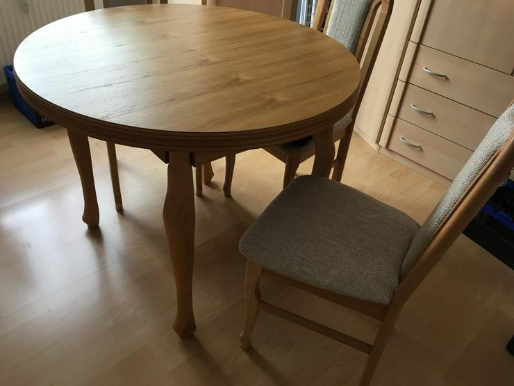 Bild 3: Ausziehtisch rund mit 4 Stühlen