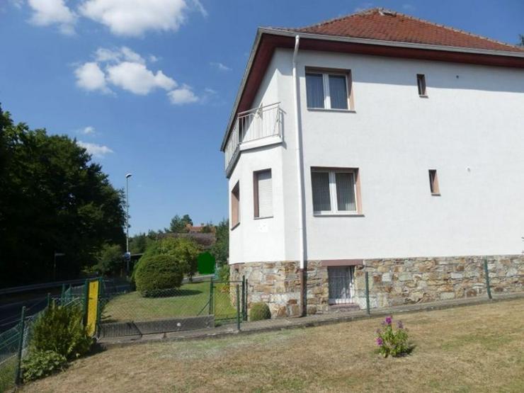 Bild 2: Mehrfamilienhaus mit schöner Aussicht in Ortsrandlage mit weitläufigen Baugrundstück