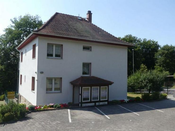 Mehrfamilienhaus mit schöner Aussicht in Ortsrandlage mit weitläufigen Baugrundstück - Haus kaufen - Bild 1
