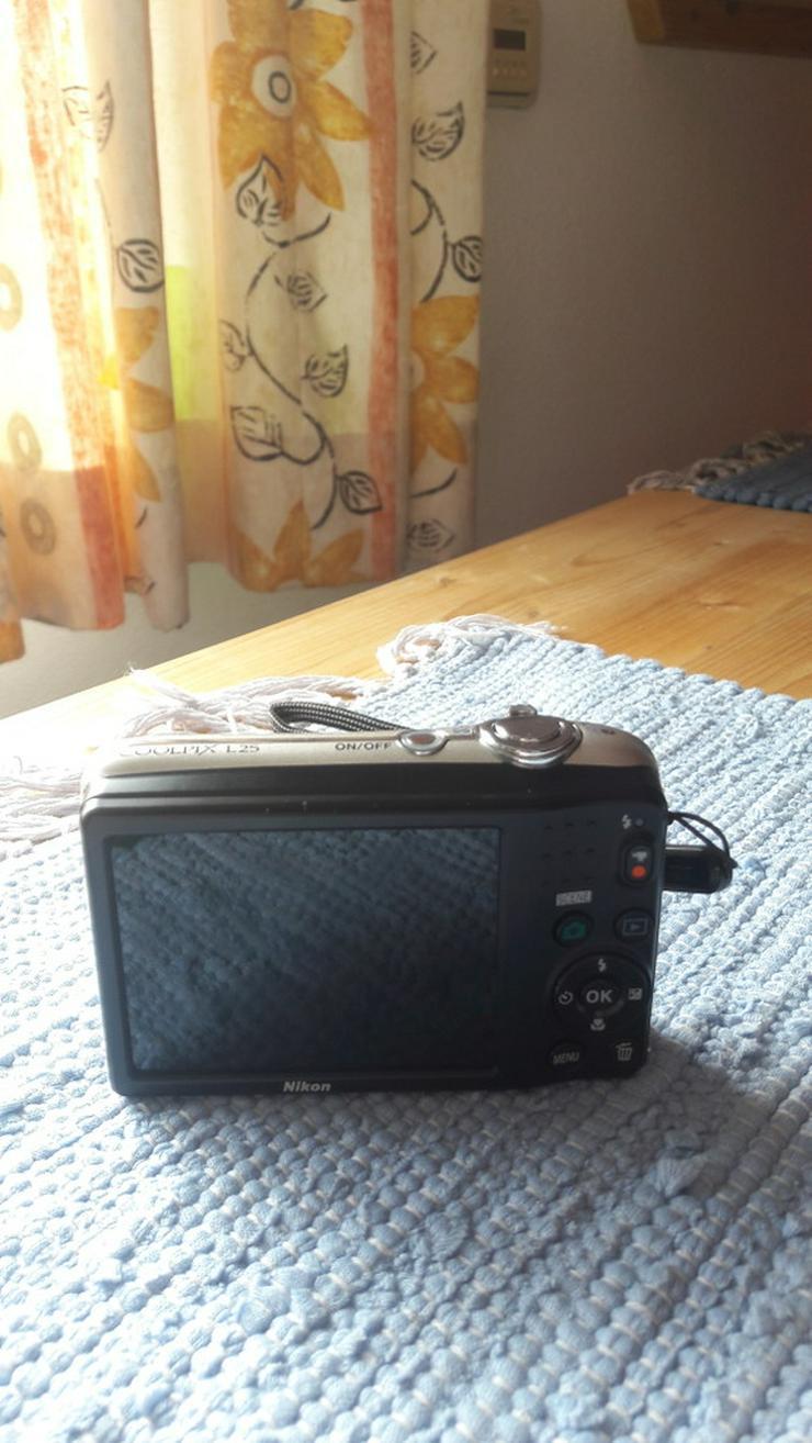 Bild 2: Nikon Coolpix L25 Digitalkamera in silber