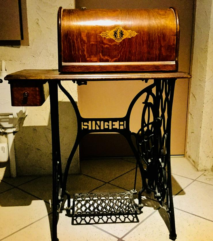 Antike Singer Nähmaschine, dekorativ bemalt