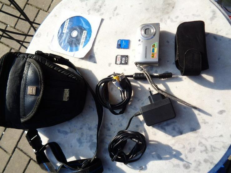 Digitalkamera+2 Speicherkarten+Accus+Tasche+CD