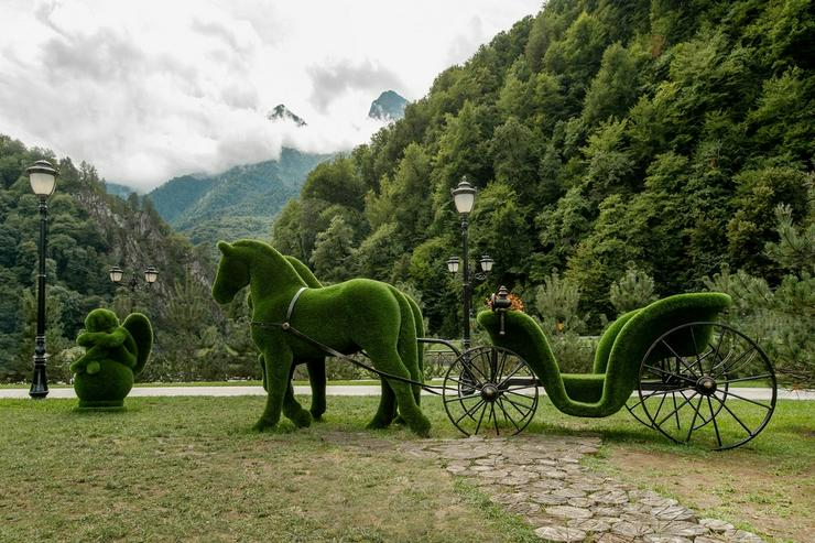 Deko Werbe Gartenfigur Pferdekutsche Topiary
