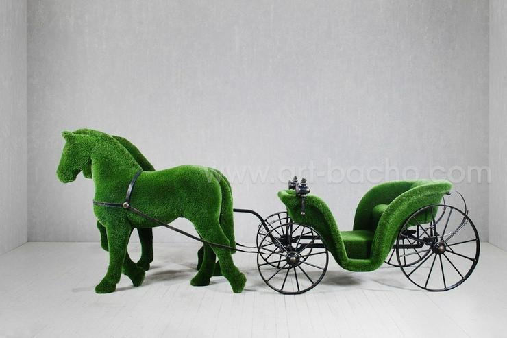 Bild 2: Deko Werbe Gartenfigur Pferdekutsche Topiary