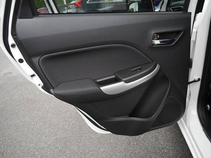 Bild 26: SUZUKI Baleno 1,2 Comfort+ Automatik Navi Xenon