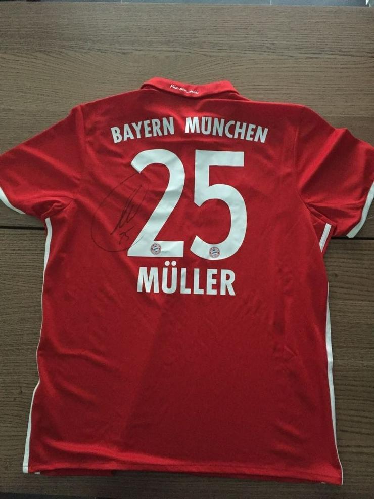 Bayern München Trikot mit Müllers Unterschrift