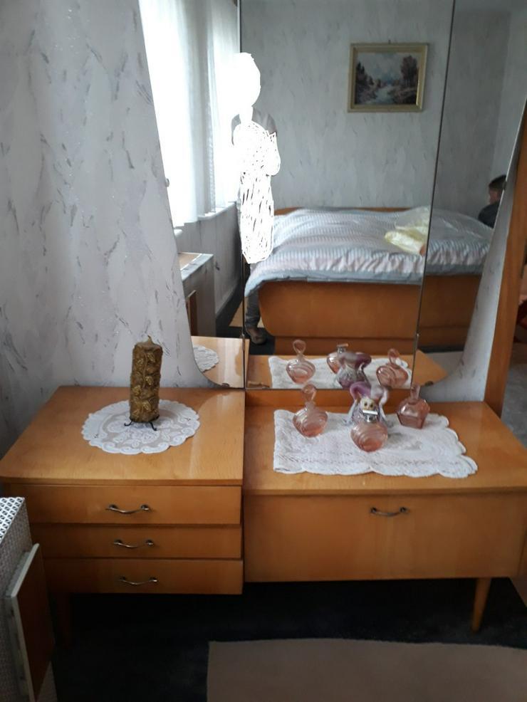 Bild 6: Retro Schlafzimmer incl. Spiegel-Kommode