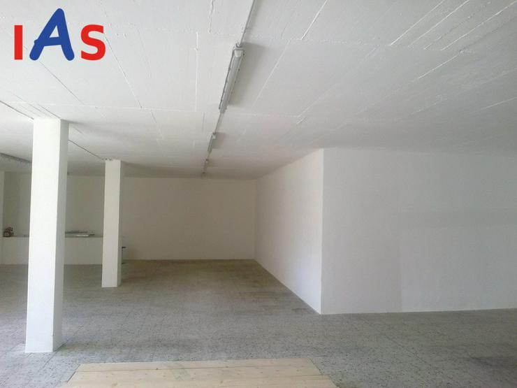 Garage - / Halle - bietet viel Platz für Ihre Sammlung !!
