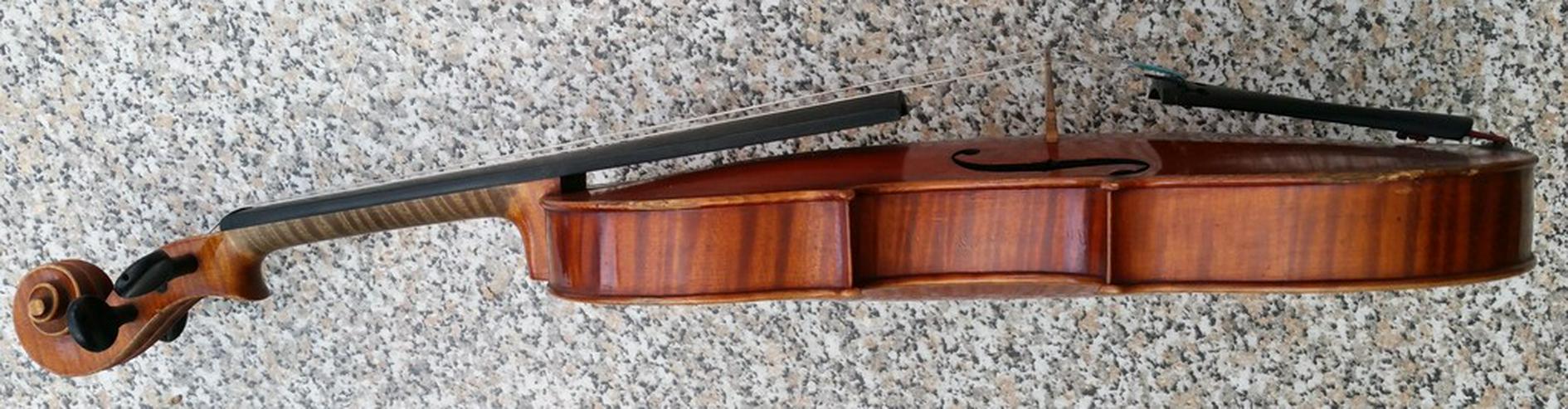 Bild 2: Alte Geige