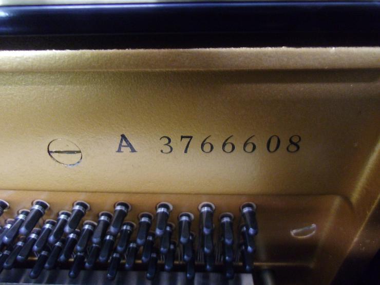 Bild 2: Yamaha U 1 Klavier, schwarz glänzend