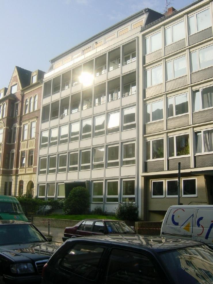 Lichtdurchflutete Wohnung mit Vollbad! Wenige Gehminuten zum Kleinen Kiel und in die Kiele... - Wohnung mieten - Bild 1