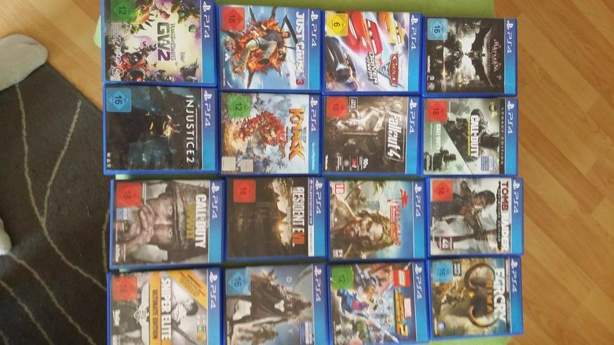 Bild 2: Playstation 4 Spiele und Controller