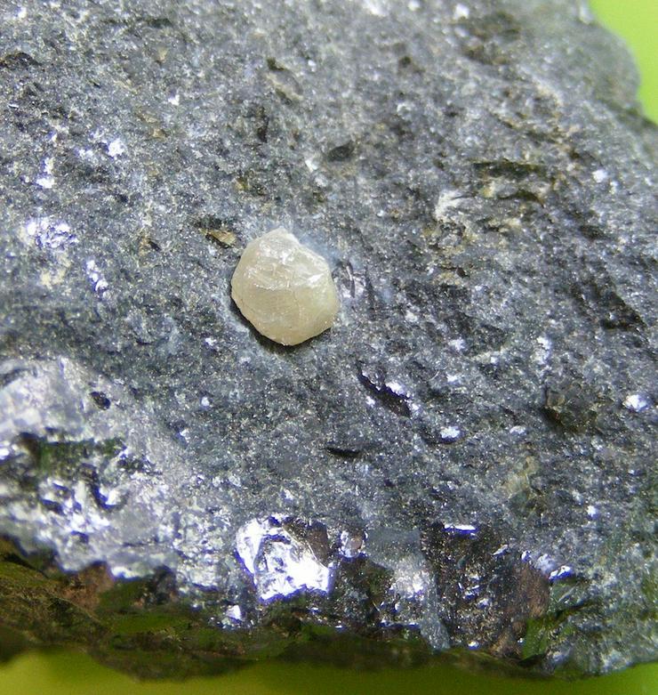 Bild 3: Diamantkristall auf Kimberlit 67gr.