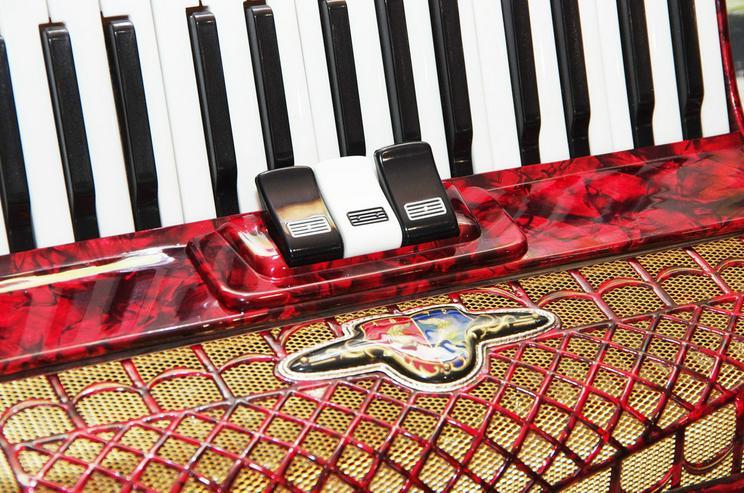 Bild 2: Akkordeon Barcarole 72 Bass rot -- neuwertig