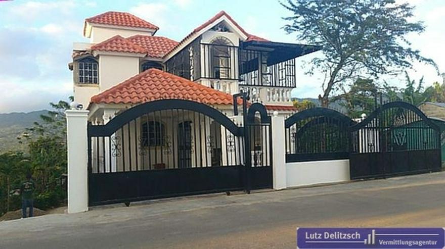 Bild 5: Haus mit großem Grundstück