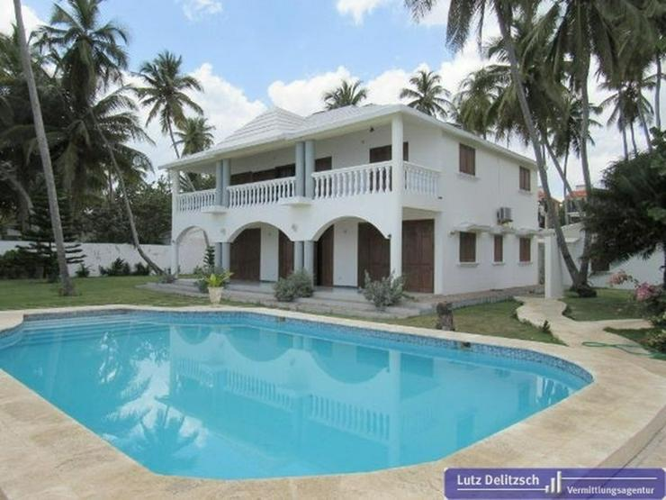 Luxus-Villa mit Pool direkt am Strand