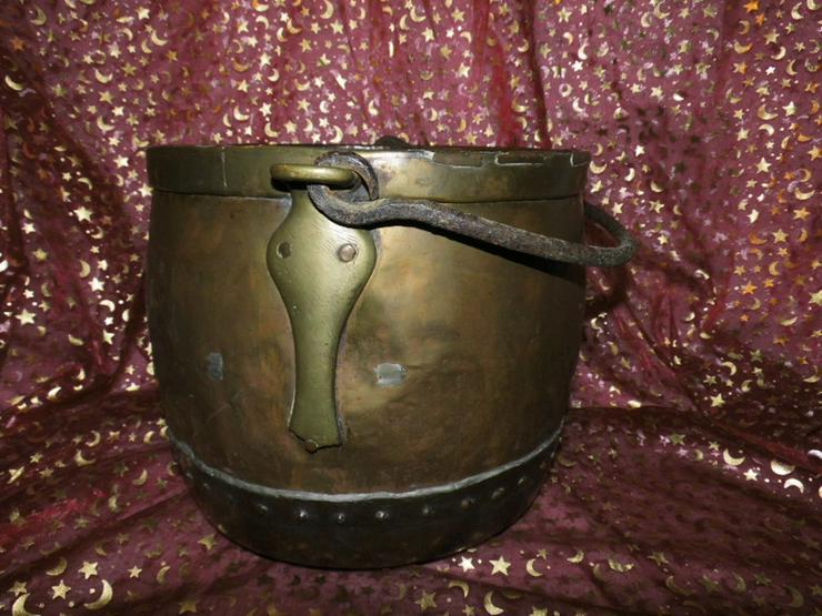 Bild 5: Antiker Messingkessel mit Kupferboden um 1850