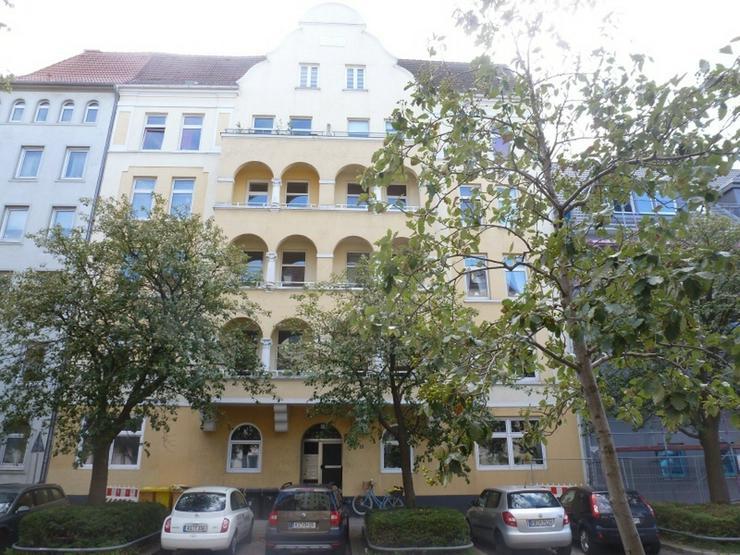 Traumhafte geräumige Altbauwohnung mit Balkon !