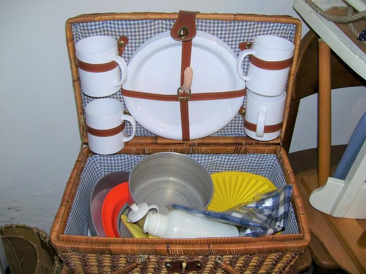 Bild 3: Orginal 50 Jahre Picknickkorb mit 4 Teil Servcf
