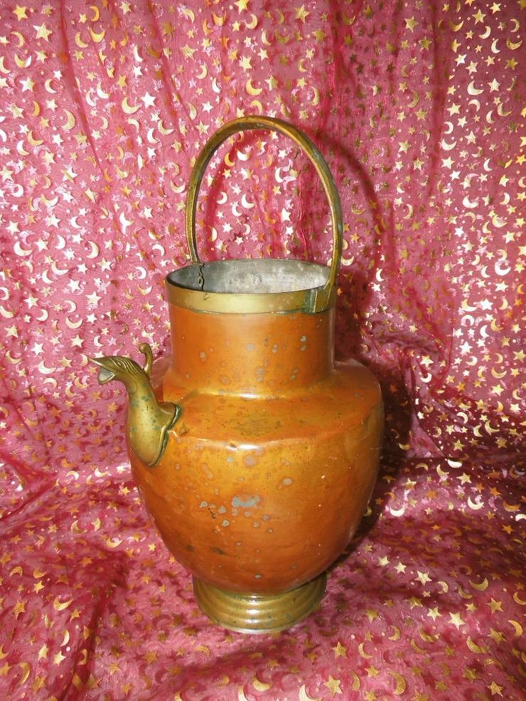 Antiker Wasserkessel aus Tombak, Messingbeschl