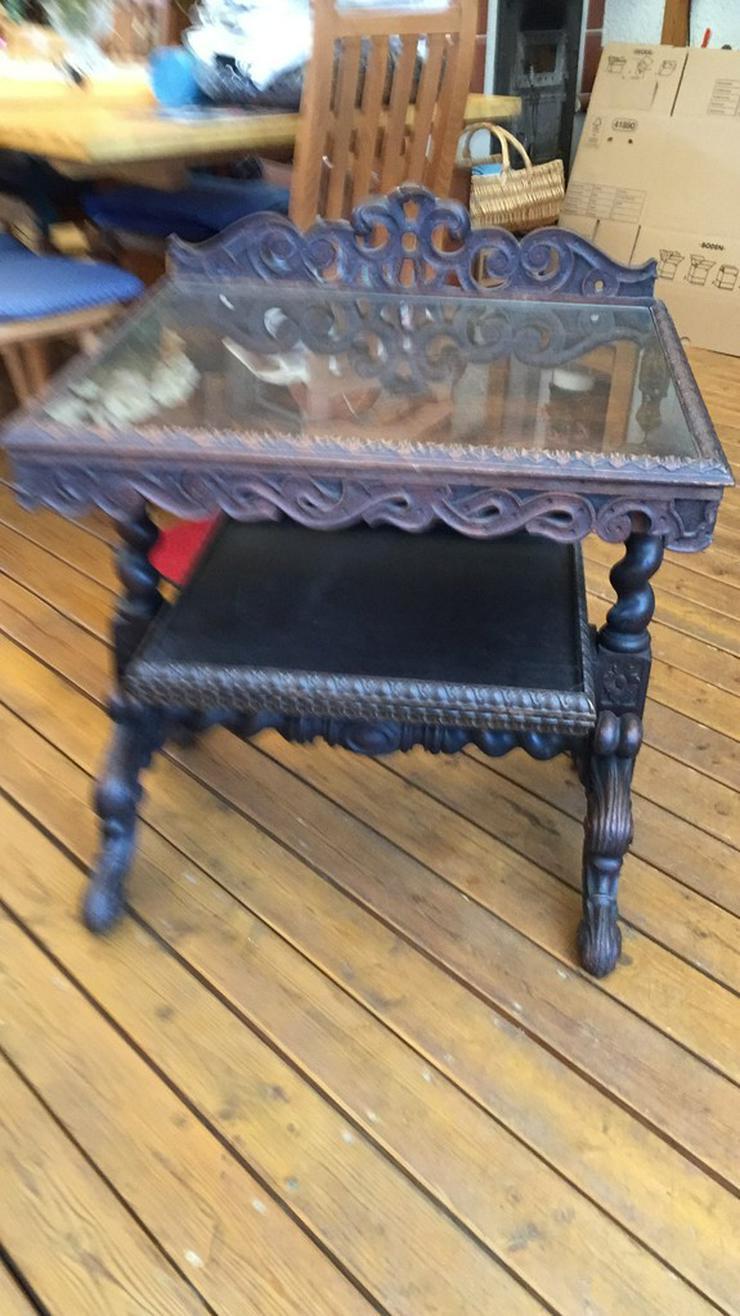 Bild 2: Tisch-Wandkonsole mit Aufsatz
