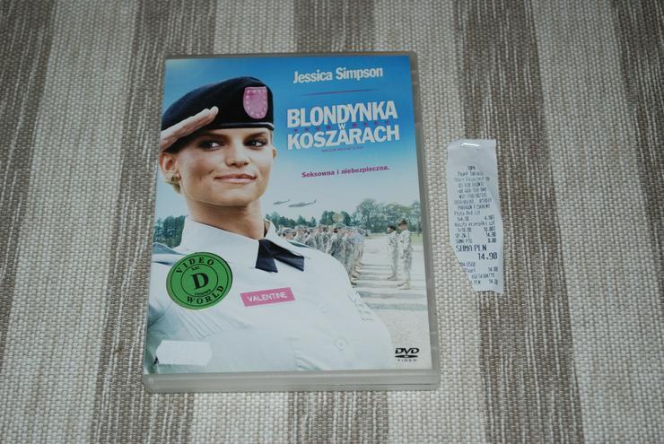 BLONDYNKA W KOSZARACH DVD