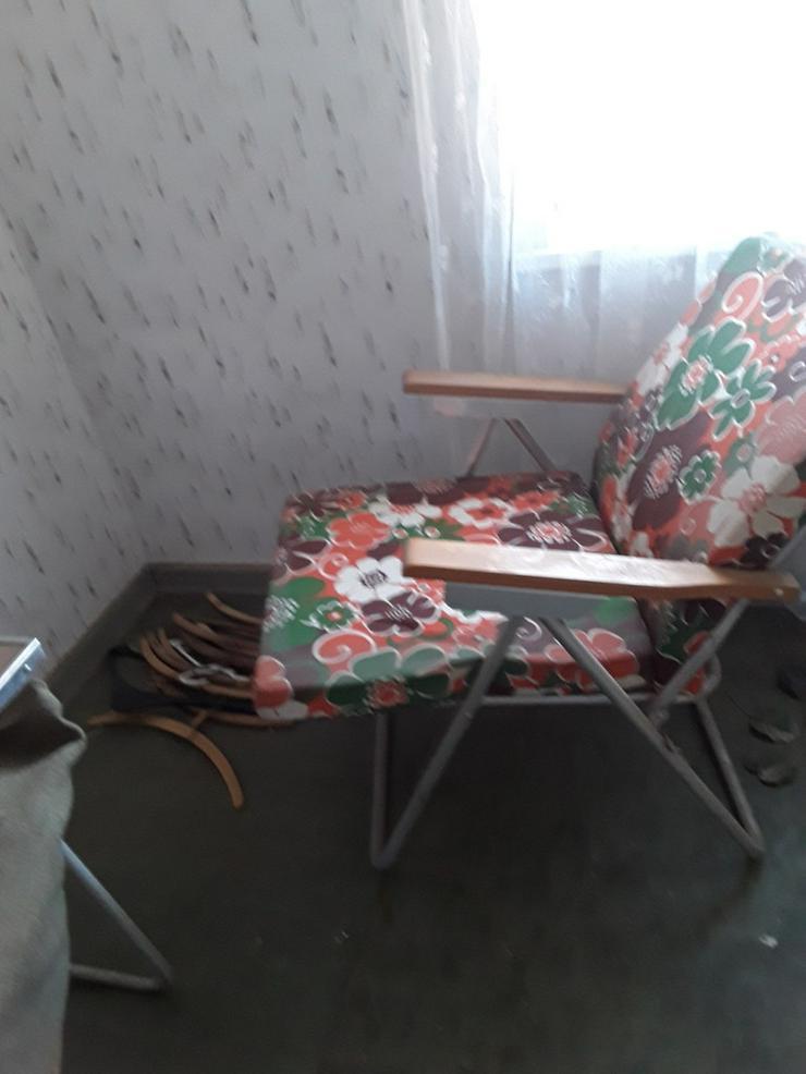 Bild 2: Tisch und Stuhl aus DDR Zeiten